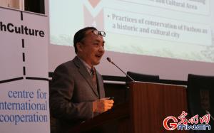 Mr. Yang Yong van de historische stad Fuzhou.
