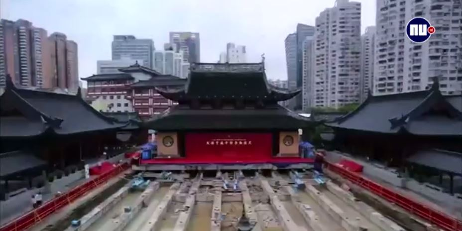 Temple weighing 2000 tons moved in Shanghai