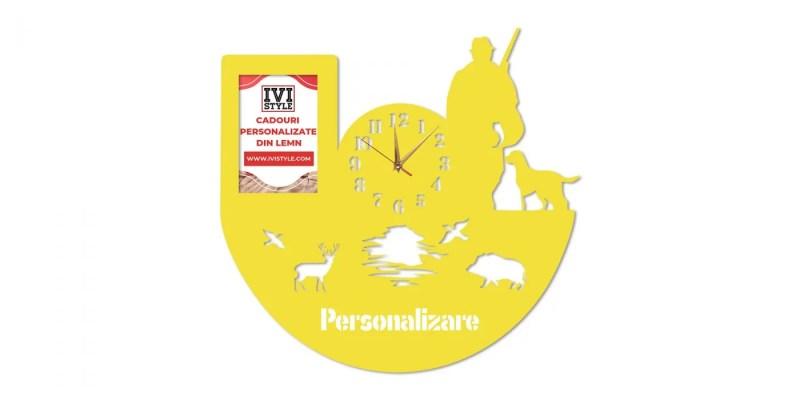 Ceas-pentru-Vanatori-cu-Rama-foto-Personalizat-galben