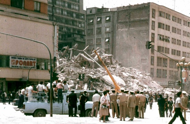 A building in Mexico City's central Alameda park square collapses after the strongest earthquake to hit the capital in modern times in this September 19, 1985 file photo. The 1985 Mexico City earthquake and its deadly aftershock 24 hours later claimed at least 10,000 lives and demolished more than 400 buildings. It has been called one of the worst natural disasters ever in the Americas, as Mexico marks the quake's 20th anniversary on September 19, 2005. REUTERS/Daniel Aguilar/Files