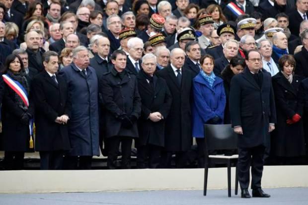 Rinden homenaje Paris