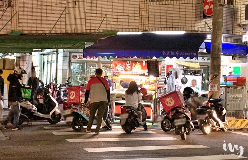 就醬滷 |台中北區篤行路川式滷味,外送平台人氣小吃,滷汁麻香配料豐富,候餐時間久建議電話預訂!