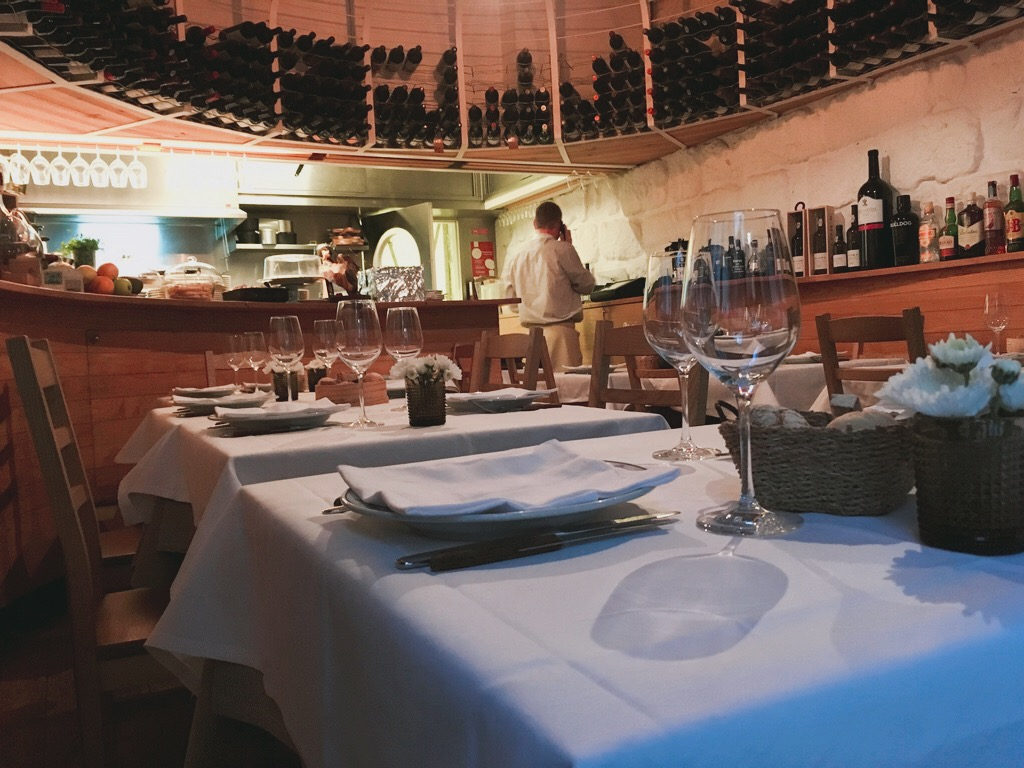 🇵🇹 葡萄牙 | 隱身波多巷弄間十大美食餐廳:商人的酒館 One of the Top 10 restaurants in Porto:Taberna Dos Mercadores, Portugal