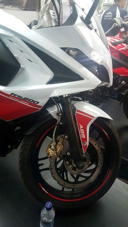 Pulsar-RS-200-White-Red-Front