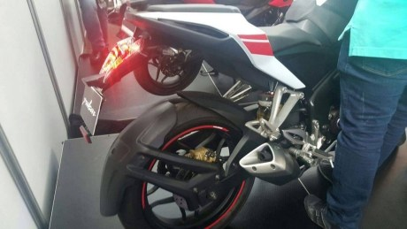 Pulsar-RS-200-White-Red-Rear