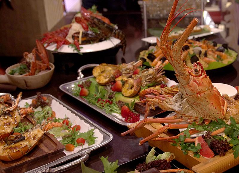 lobster feast at parkroyal at kitchener road