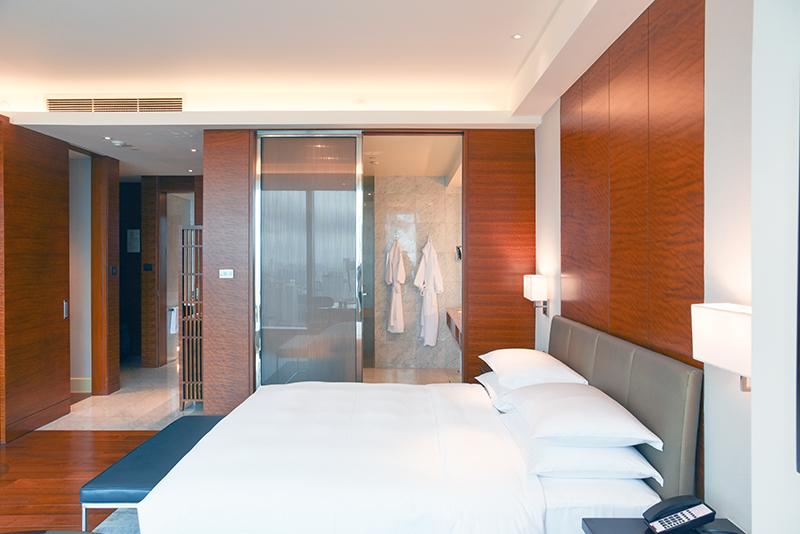 grand hyatt manila - club deluxe king room