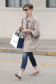 lily-collins-casual-style-shopping-with-her-mom-in-beverly-hills-june-2015_1