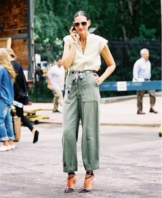 loose-fitting-cargo-pants-with-dressy-top