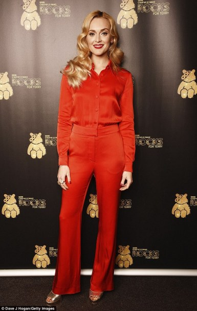 39f646a700000578-3895130-red_alert_it_came_as_no_surprise_to_see_fearne_cotton_35_out_in_-a-1_1478072341286