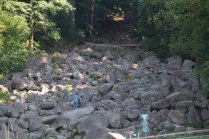 Früh morgens sind die Felsen noch zu sehen
