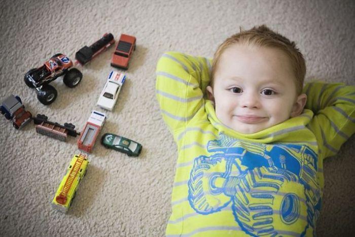 age-number-toys-birthday-photo-ideas