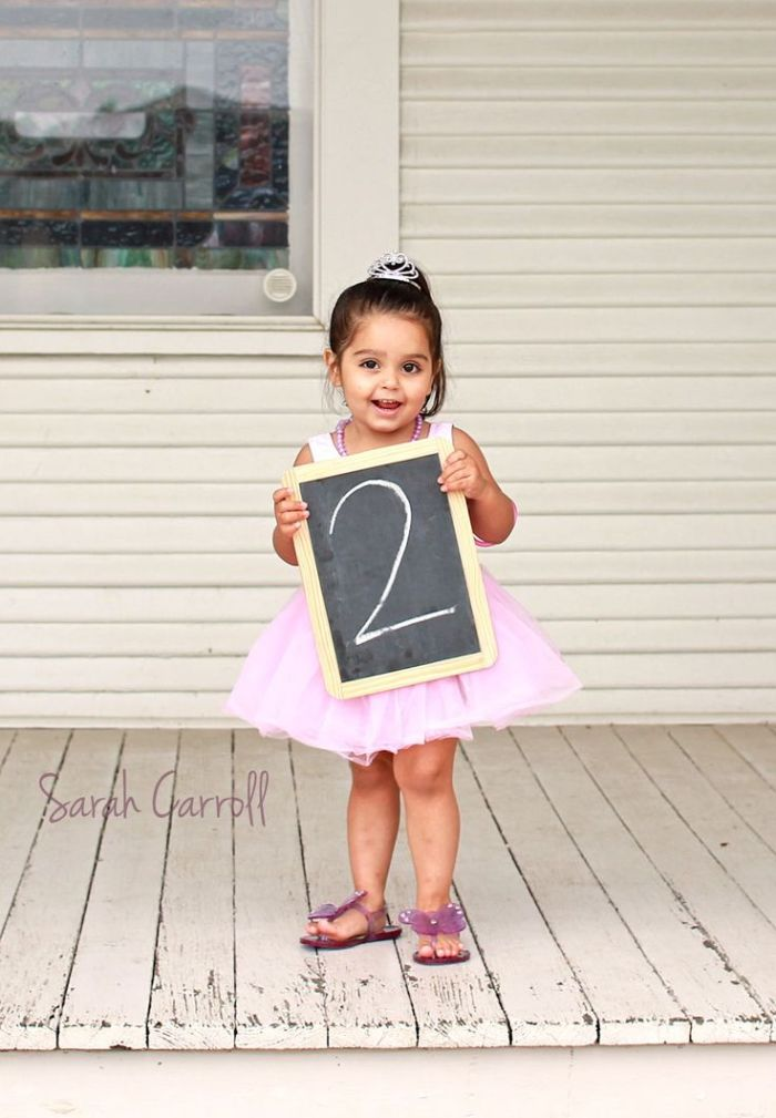 chalkboard-number-birthday-photo-ideas