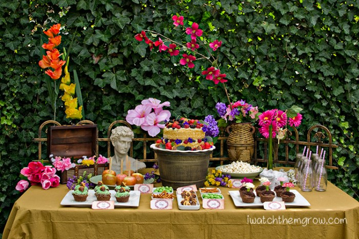 This garden fairy party is so dreamy! Lots of ideas for food and decorations!
