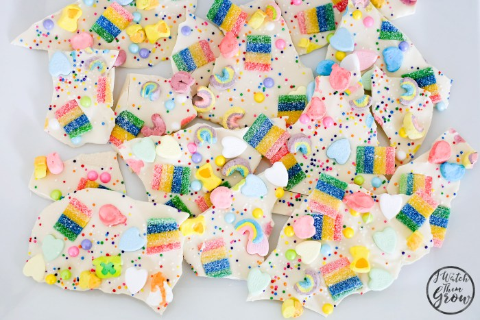 This rainbow candy bark looks so good! And easy to make too!
