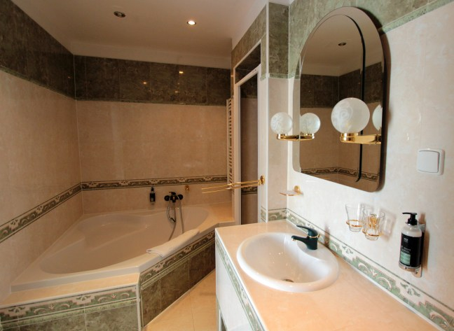 Hotel Trinidad Prague Castle bathroom with a jacuzzi