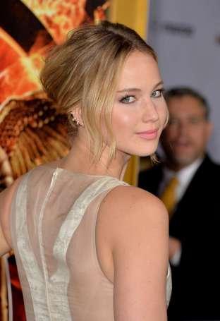 Jennifer-Lawrence---The-Hunger-Games--Mockingjay---Part-1-LA-Premiere--09