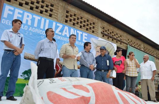entrega-de-fertilizante-zihuatanejo