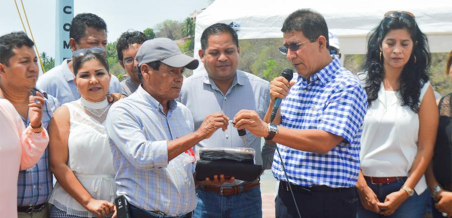 premio-camioneta-torneo-pesca-zihuatanejo