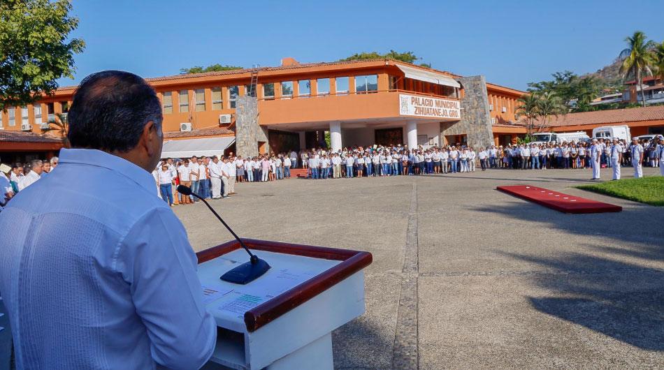 astudillo-zihuatanejo-muelle-ayuntamiento_.jpg