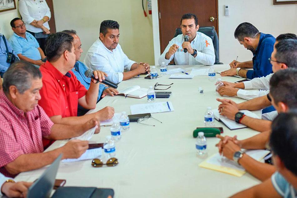 reunion-transportistas-autoridades-zihuatanejo.jpg