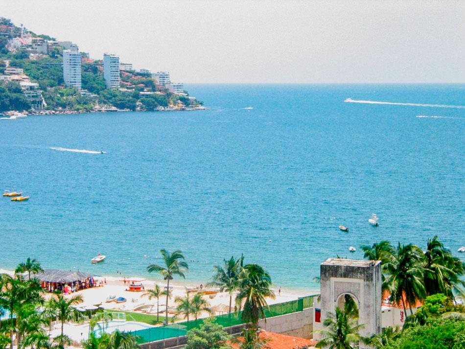 playa-icacos-Acapulco_beach.jpg