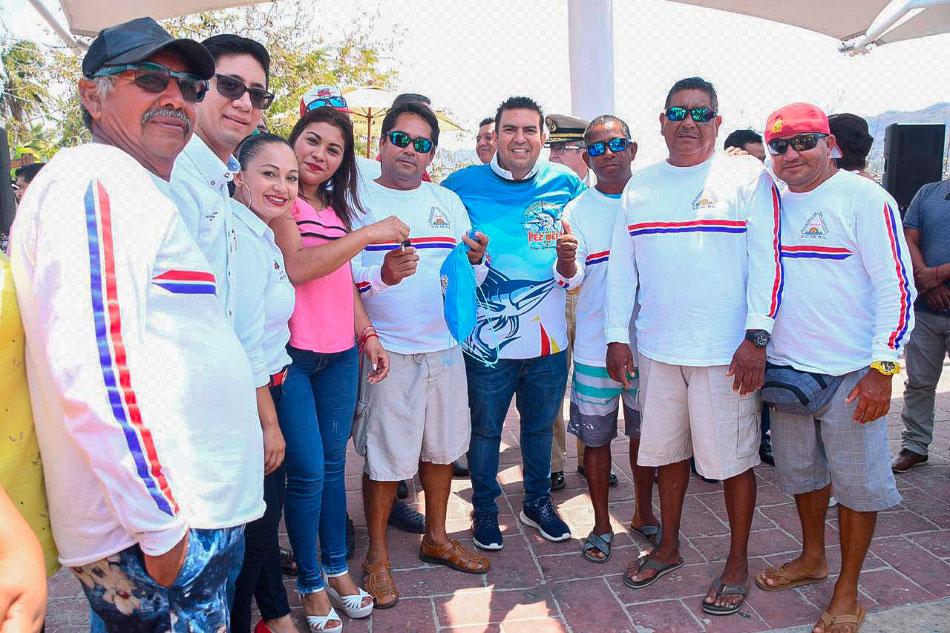 premios-torneo-pesca-pez-vela-calentona-zihuatanejo.jpg