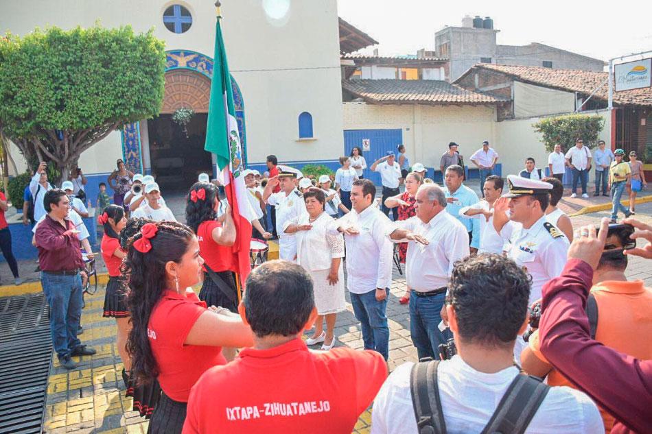 jorge-sanches-dia-trabajo-zihuatanejo-desfile-_.jpg
