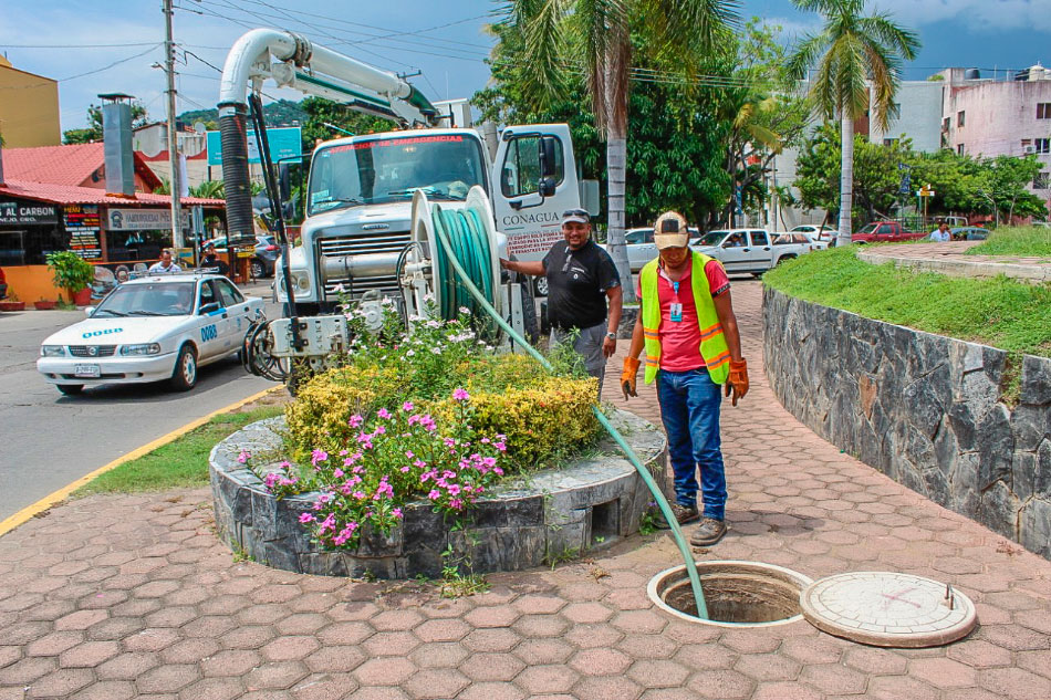 CAPAZ_limpia_colector_pluvial_zihuatanejo.jpg