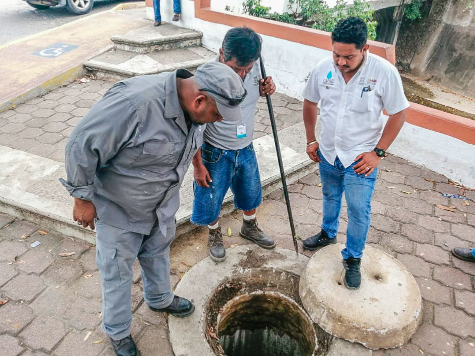 CAPAZ_limpia_colector_pluvial_zihuatanejo__.jpg
