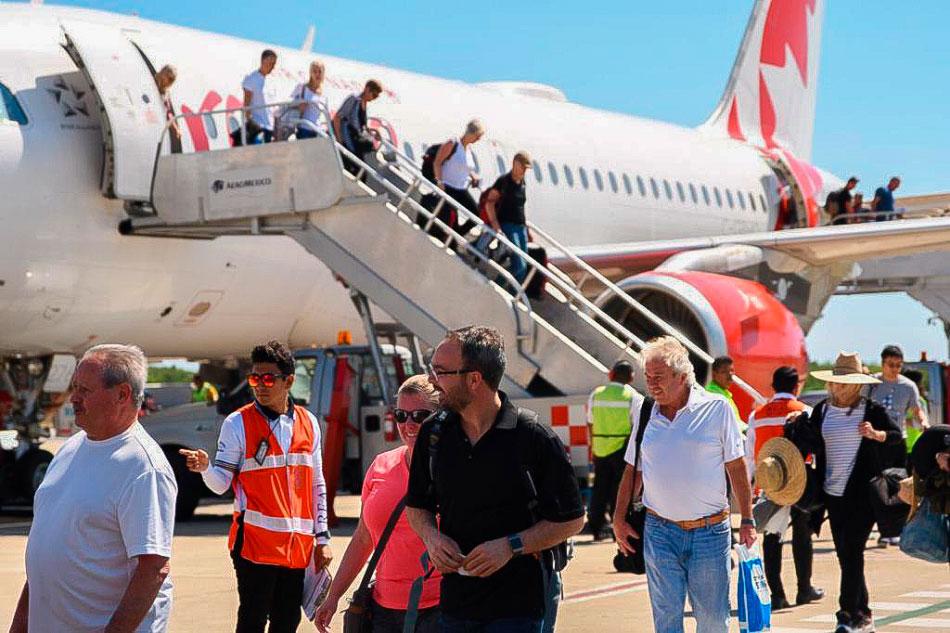 bienvenida_vuelo_Canada_ixtapa_zihuatanejo_2019__.jpg
