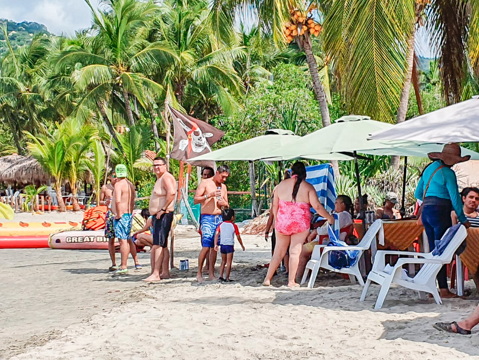 buena-presencia-turistas-ixtapa-zihuatanejo_.jpg