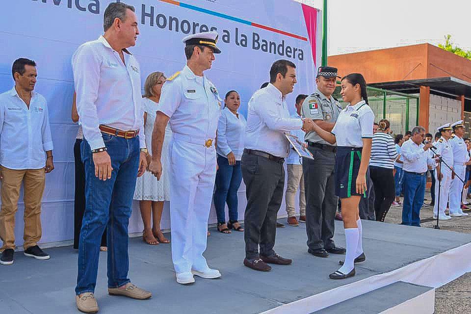 honores-a-la-bandera_nov_zihuatanejo--.jpg