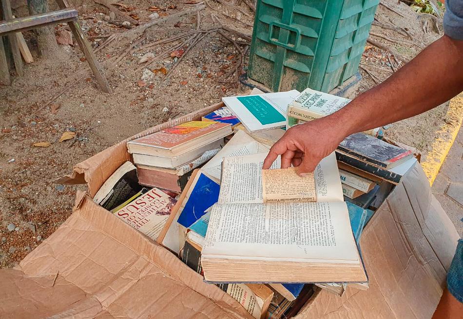 libros_robados_recuperados_zihuatanejo.jpg