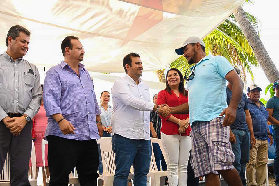 apoyos-a-pescadores-zihuatanejo-2019-.jpg