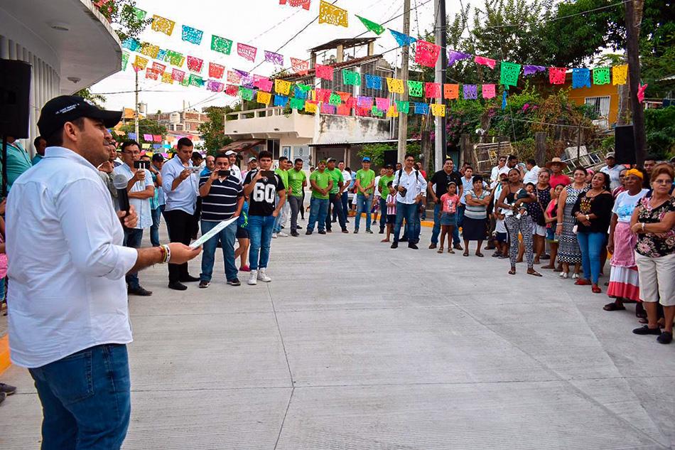 colonia-Cuauhtemoc-pavimentacion-zihuatanejo.jpg