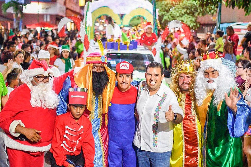 desfile-navidenio-zihuatanejo-2019_.jpg