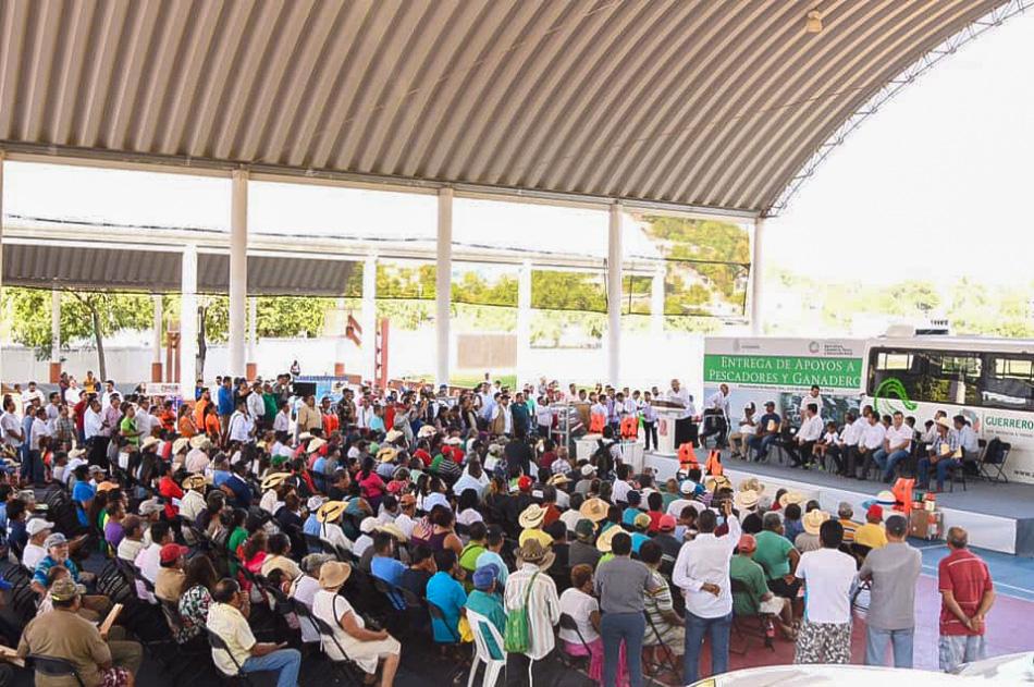 entrega-de-vahiculos-ayuntamiento-zihuatanejo--.jpg