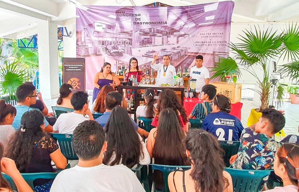estudiantes-gastronomia_zihuatanejo-chef_alberto_vazquez-.jpg