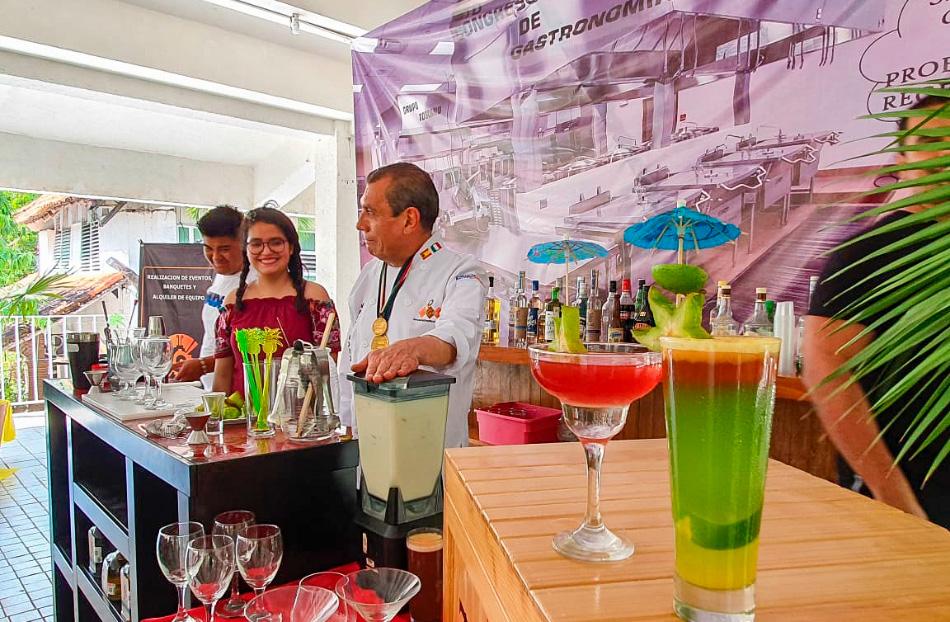 estudiantes-gastronomia_zihuatanejo-chef_alberto_vazquez.jpg