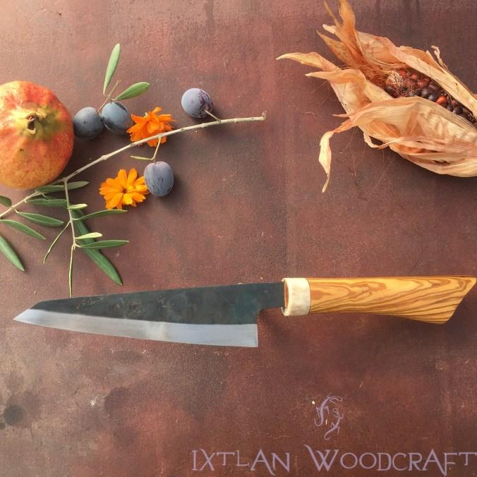 Honesuki kitchen knife olive wood, deer horn