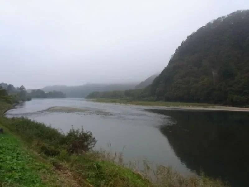 真下慶治記念美術館の「最上川で描かれた絵画をたどる」研修
