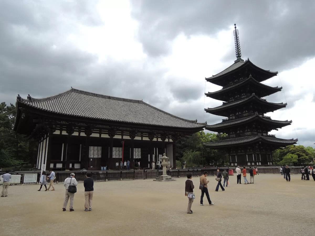 興福寺、五重塔と東金堂(国宝):奈良、興福寺を拝観する