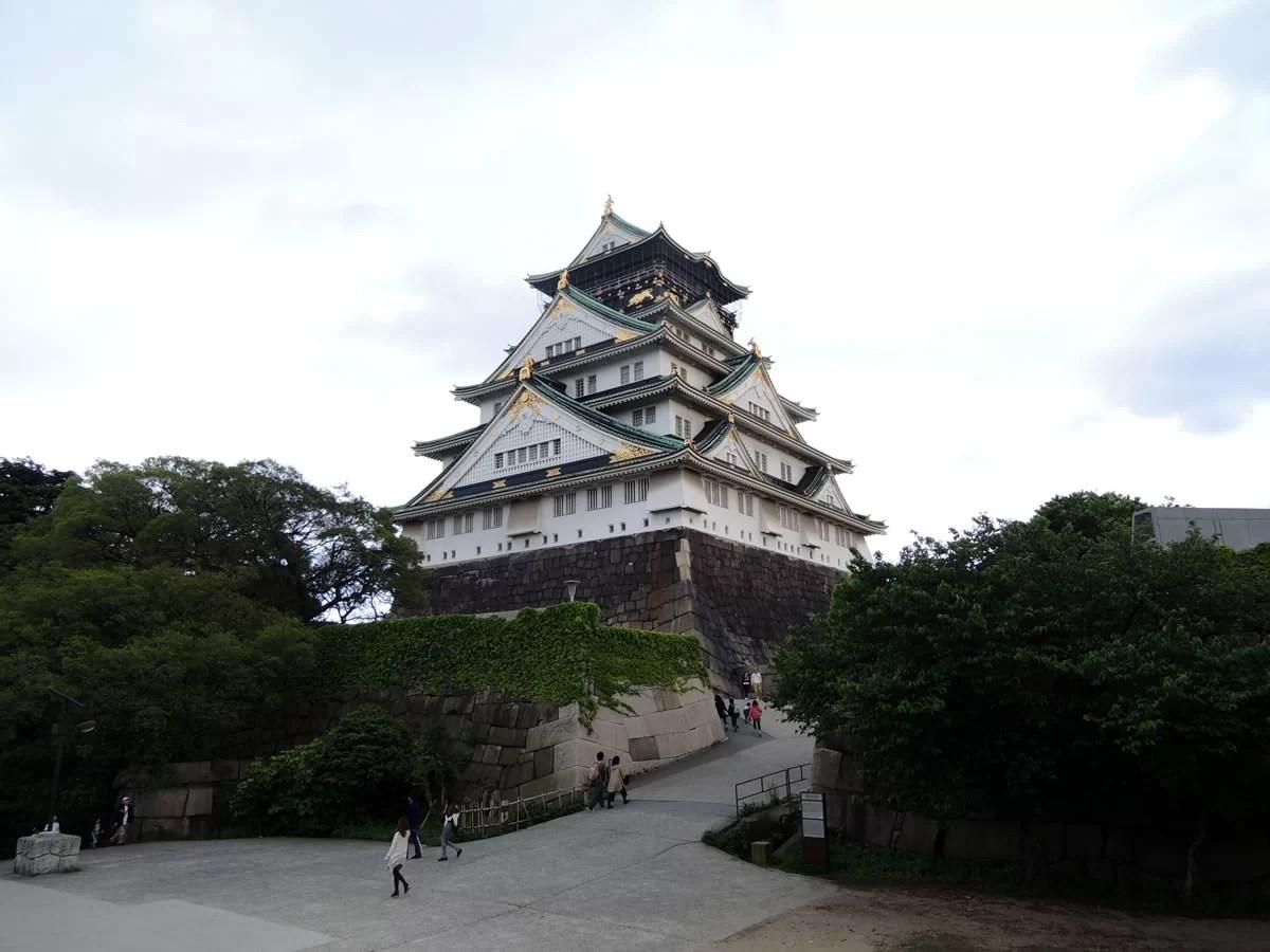 大阪城へ行く