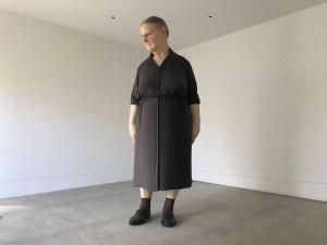 「スタンディング・ウーマン」ロン・ミュエク:十和田市現代美術館