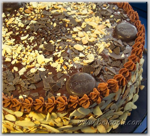 Рецепт шоколадно-миндального тортика на 8 марта