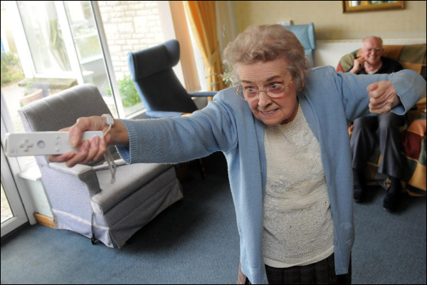 The funniest pictures of old people playing Wii 10 photos