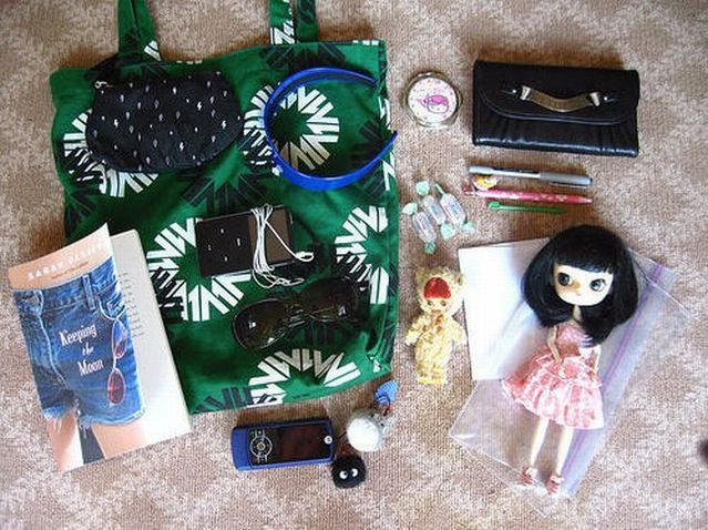 Woman Handbag and Stuff 01