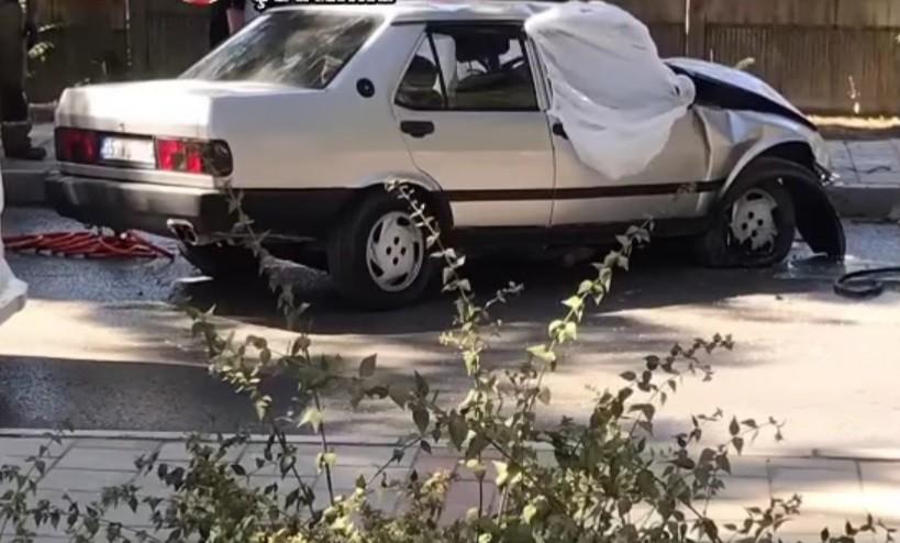 Ağaca çarpan otomobil sürücüsü hayatını kaybetti