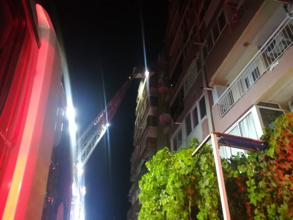 İzmir'de ev yangını: emekli öğretmen yaşamını yitirdi